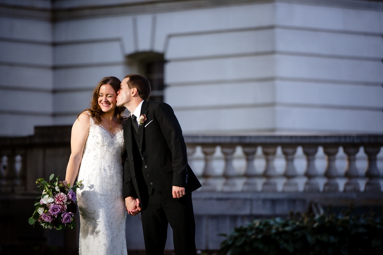 Madison Wedding pictures at the Capitol building_Milwaukee Photographer